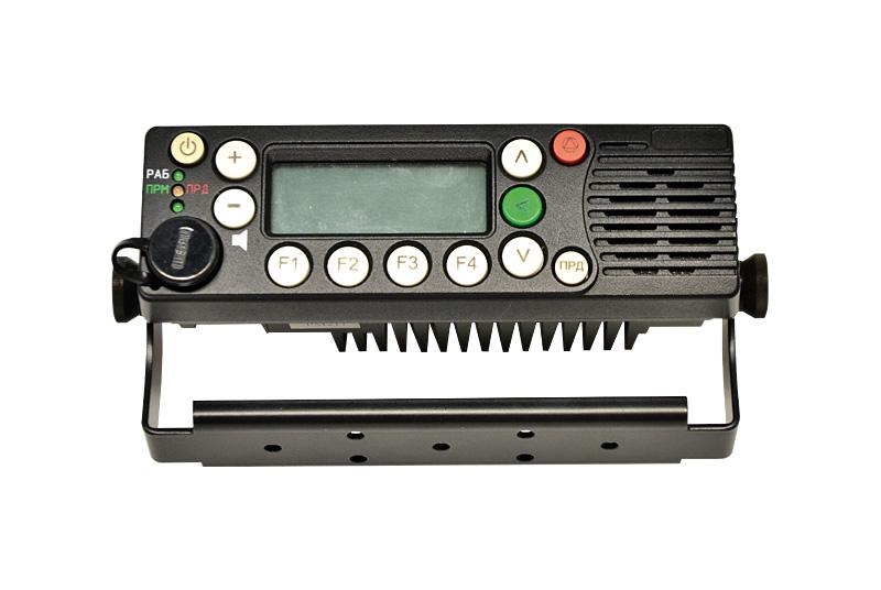 Возимая радиостанция стандарта DMR РМ211